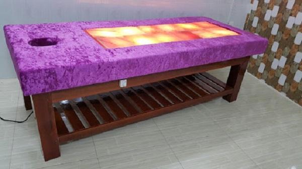 Giường massage đá muối