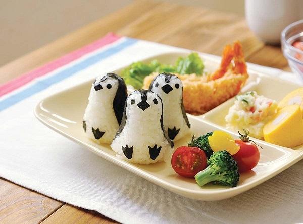 Cách làm cơm bento cho bé hình chim cánh cụt