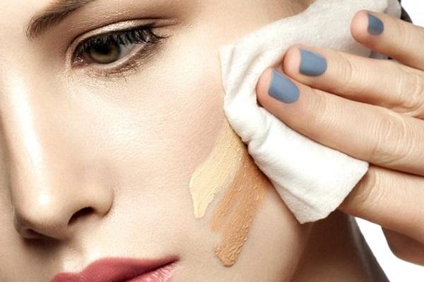 Đừng quên tẩy trang dù không make-up