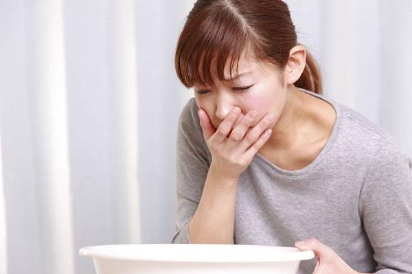 Nếu tiếp xúc Etylen glicol với một lượng thấp sẽ gây buồn nôn, ói mửa